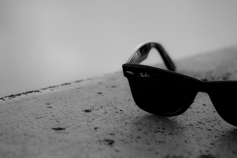 0feb74b488 La mejor compañía de gafas de sol del mundo, Ray Ban sigue produciendo  nuevas líneas de gafas de sol y rentabilizando sus series preexistentes.